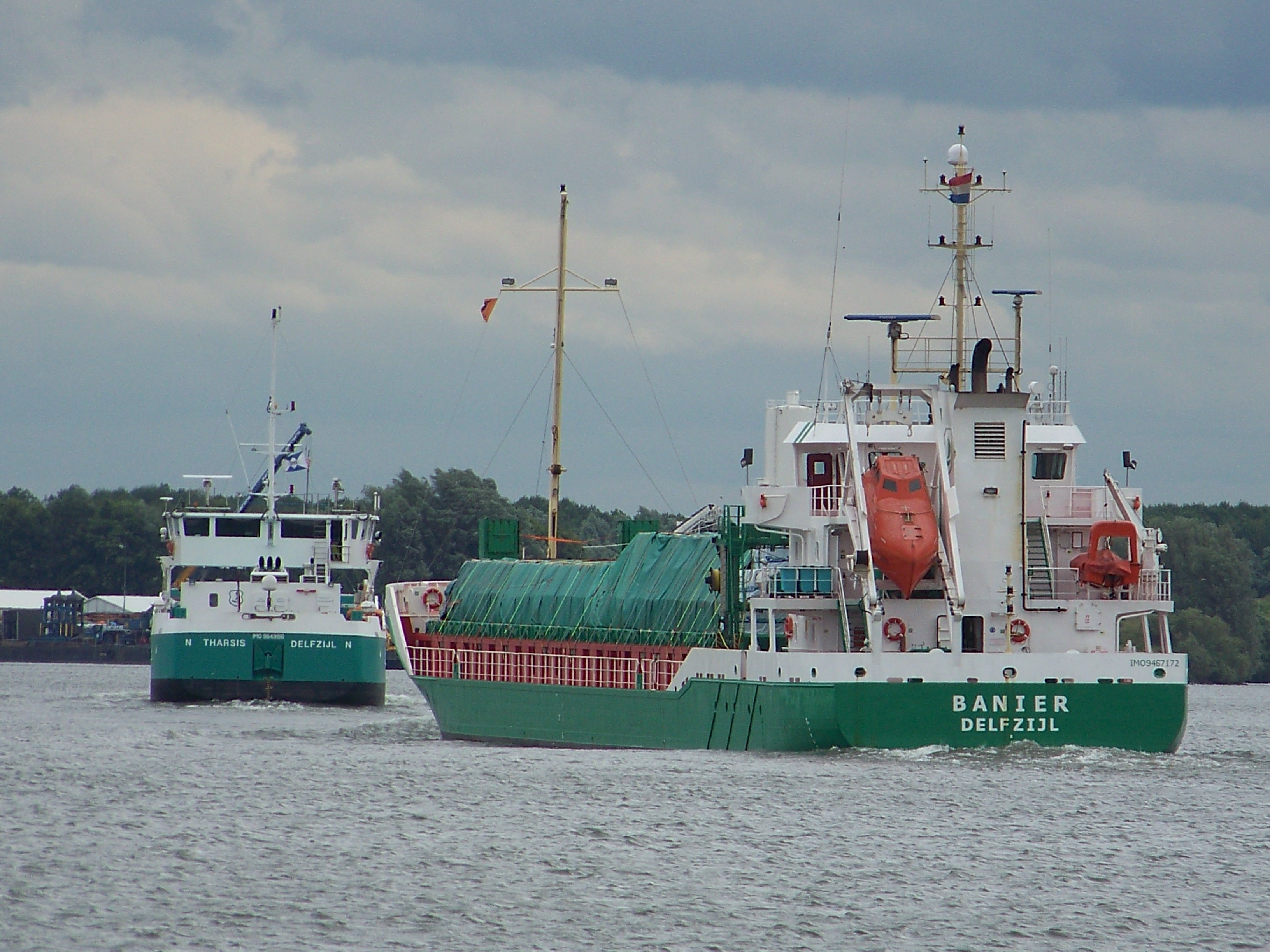 Tharsis and Banier on the Oude Maas. Picture M.Kodde