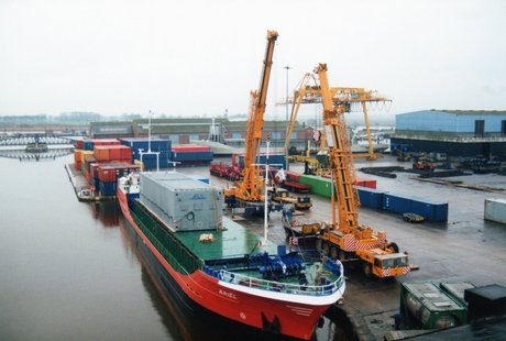 The Ariel discharging in Goole in 1992 (picture B.Brady)
